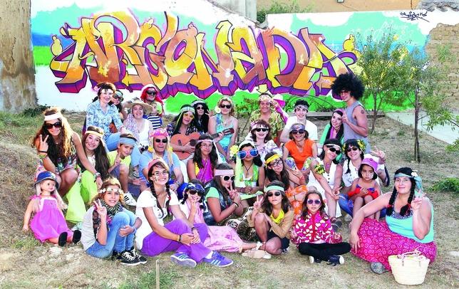 ARCONADA: Buen humor y espíritu deportivo no faltan en Arconada. Su 'fiesta hippie' estvo llena de paz, amor y graffitis