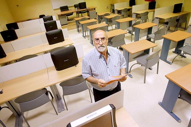El examinador coordinador de la Jefatura Provincial de Tráfico de Ciudad Real, Abilio Víctor Gutiérrez. / RUEDA VILLAVERDE