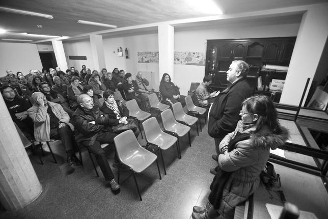 Primeras reuniones de vecinos de Gamonal contra el bulevar de la calle Vitoria