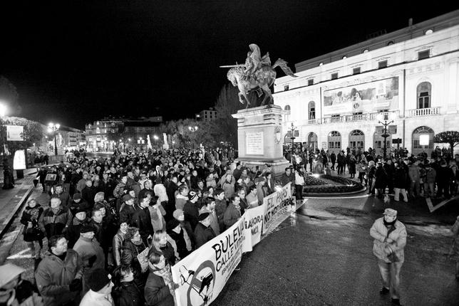 La manifestación contra el bulevar de Gamonal llega a la plaza del Cid