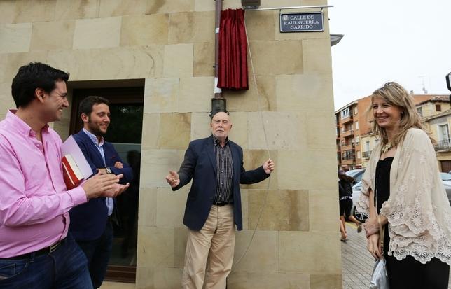 Medina de Rioseco pone el nombre de una calle al escritor Raúl Guerra Garrido. E. Margareto (Ical)