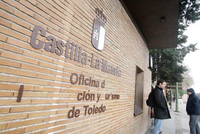 Destrozan las letras indicativas de la oficina de turismo for Oficina turismo toledo