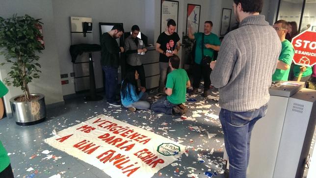La pah burgos ocupa una sucursal de ibercaja en gamonal for Oficinas ibercaja burgos