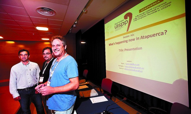 De izquierda a derecha: Alfonso Benito, Jesús Rodríguez y Jordi Rosell, miembros del Equipo de Investigación de Atapuerca. Valdivielso