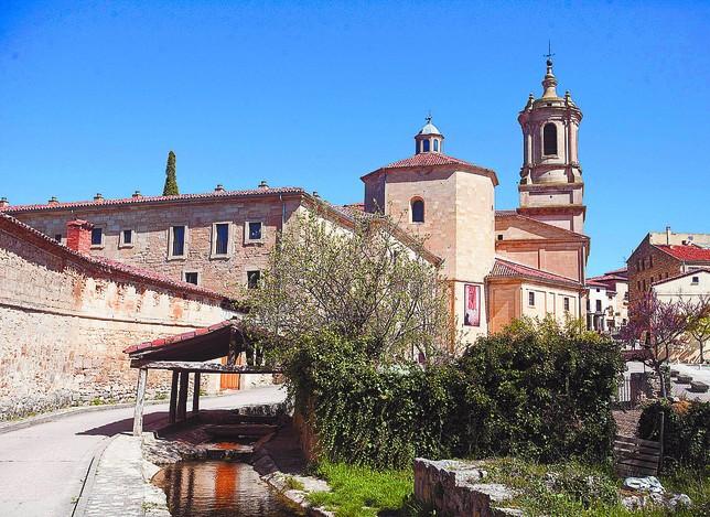 Santo Domingo de Silos es uno de los pueblos que más tirón turístico tiene de la provincia. Patricia