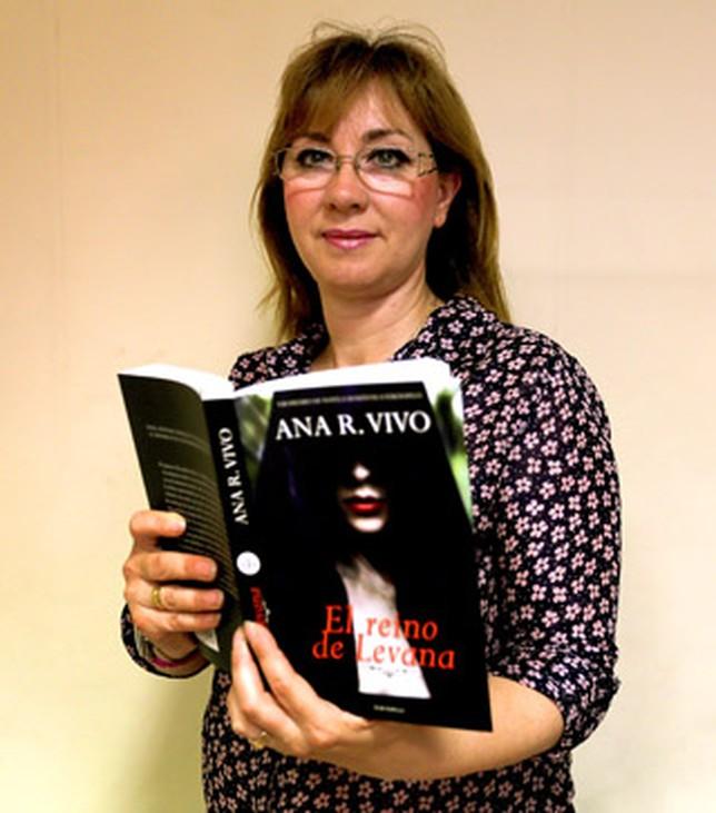 La escritora albacetense Ana R. Vivo. A. Pérez