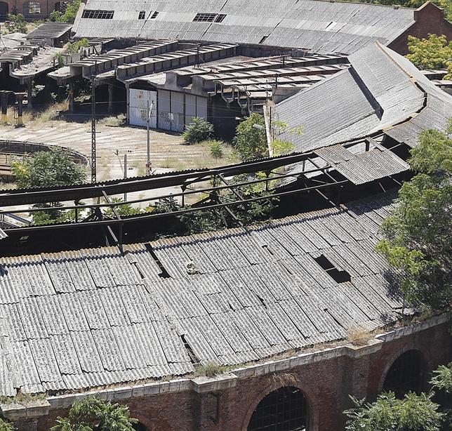 Numerosas uralitas se han volado del tejado. El Día