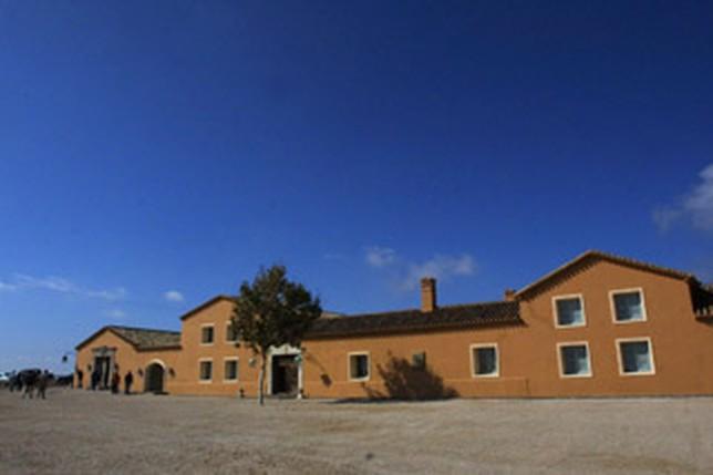 Uno de los cortijos de reciente restauración que pueblan las 10.000 hectáreas de la finca de Los Llanos. Consuelo lópez