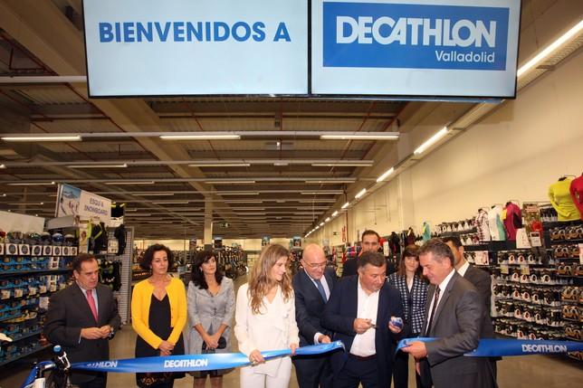 Decathlon inaugura en arroyo su tienda numero 100 en for Trabajar en decathlon madrid