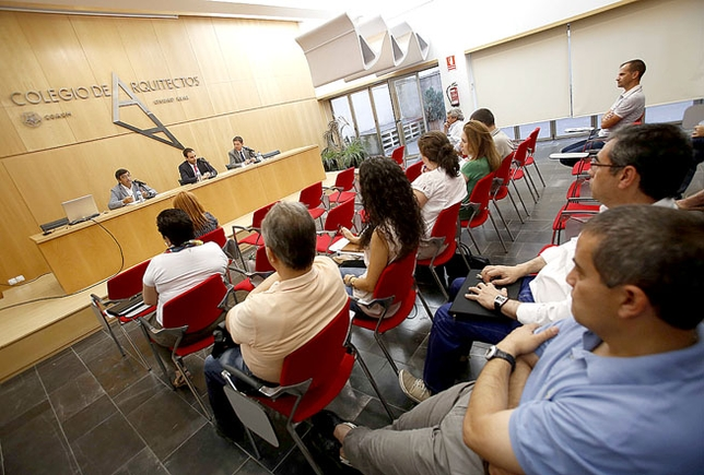 Un momento de la jornada que se celebró ayer en el Colegio de Arquitectos. / PABLO LORENTE
