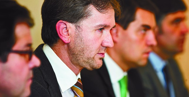 El alcalde compareció en el Fórum rodeado del núcleo duro de su Gobierno.  Alberto Rodrigo
