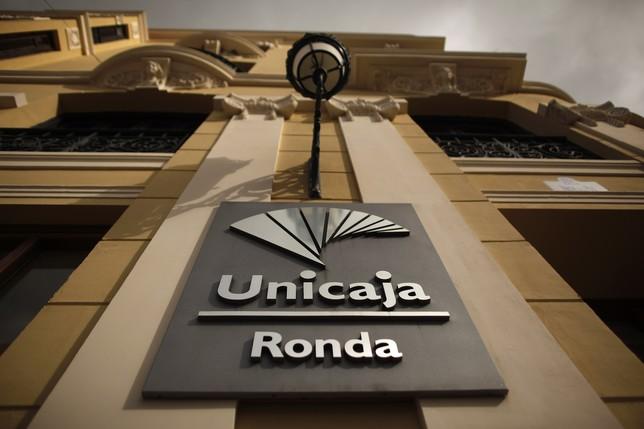 Europa exige a ceiss reducir su estructura para integrarse for Unicaja banco oficinas
