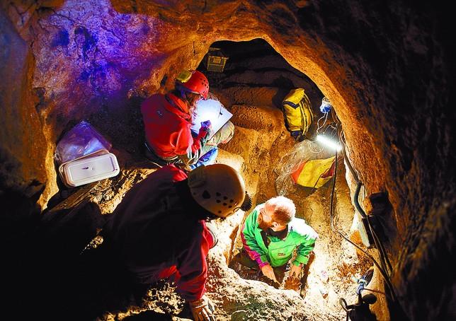 En la Sima de los Huesos se han recuperado restos de por los menos 28 individuos de una misma especie.  Alberto Rodrigo