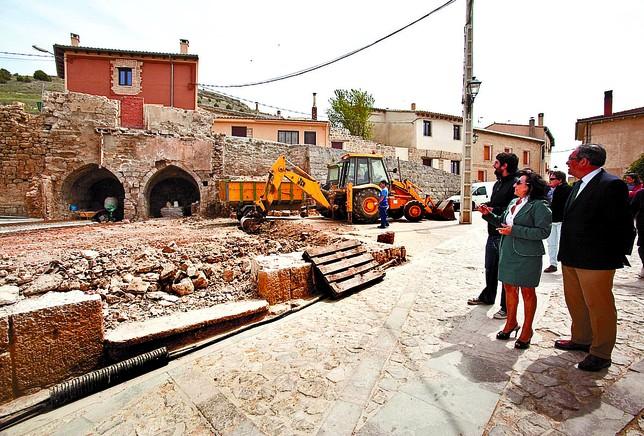 El delegado de la Junta, Fernández-Mardomingo, y la alcaldesa Castrojeriz, Beatriz Francés, visitaron las obras. Tomás Alonso
