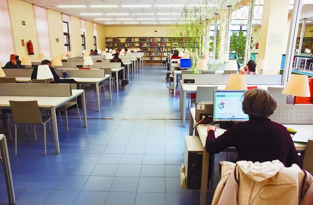 Los recortes siguen restando uso a las bibliotecas for Sala gonzalo de berceo