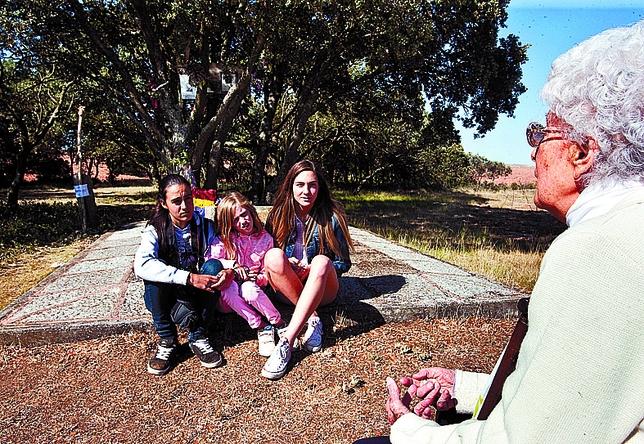 Tuvo la ocasión de explicar a tres jovencitas cuanto ocurrió en Estépar en 1936. Tomás Alonso