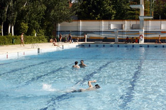 Las piscinas de verano abrir n sus puertas a partir del 19 for Piscina santa teresa albacete