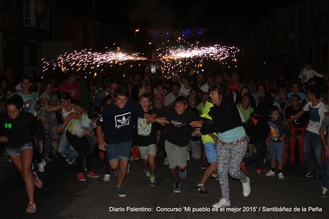 No hay como un 'toro de fuego' para animar a chicos y grandes a participar en un encierro lúdico-festivo por las calles de Santibáñez. ¡La diversión estuvo asegurada!