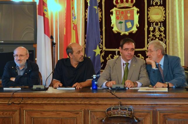 Prieto, presidente en funciones, junto a Sanz, Ortega y Ledesma. diputación