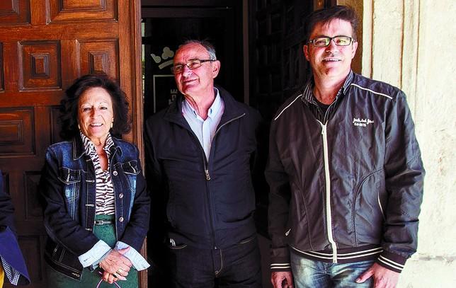Beatriz Francés, Cecilio Santiago (c) y Gonzalo Rivas, cabezas de lista del PP, CIVE y PSOE en Castrojeriz. Valdivielso