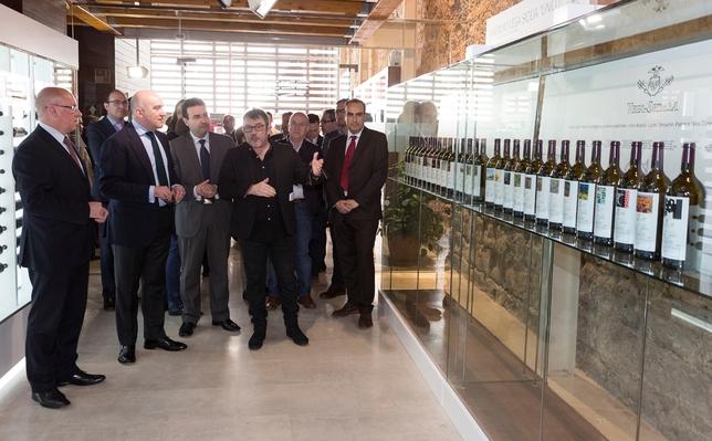 Etiquetas, colecciones únicas de Vino