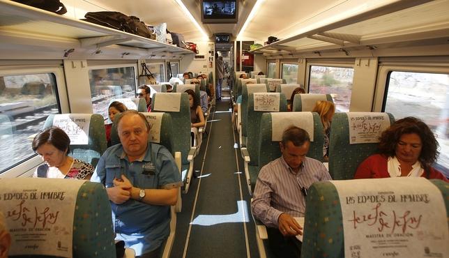 Interior del Alvia de las 12.16 horas desde Valladolid a Gijón con paso por Palencia y León. Tajes