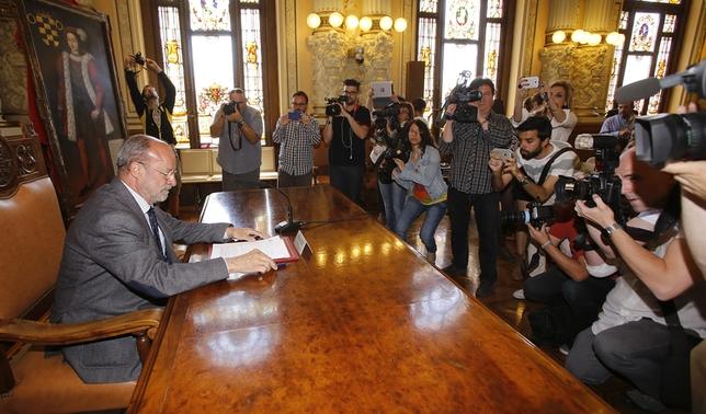 Todas las imágenes de la multitudinaria rueda de prensa de León de la Riva