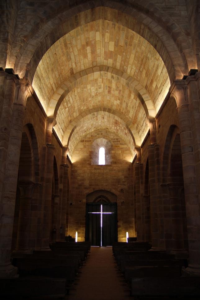 Imagen del interior de la iglesia de Santa María de Mave. FSMR