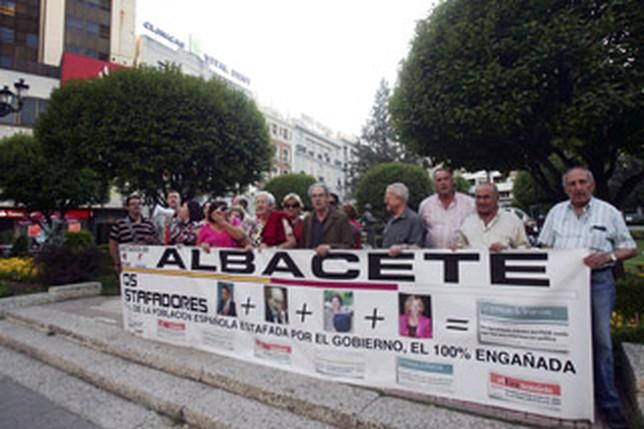 Imagen de archivo de una protesta de los afectados de Afinsa en Albacete.  rebeca serna