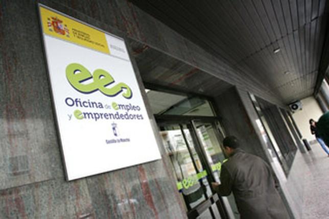Cada funcionario del sepecam trabaja para 630 desempleados for Oficina del consumidor albacete