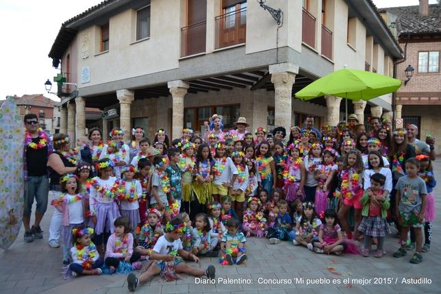 ASTUDILLO: Se traslada la cultura Hawaiana hasta la Plaza de Astudillo en una veraniega y calurosa tarde de agosto-. FOTO: MARISA FRANCO
