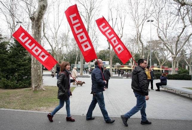 Los sindicatos UGT y CCOO se manifiestan por una subida salarial