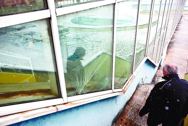 Vestuarios arrasados en el silo diario de burgos - Cristales para piscinas ...