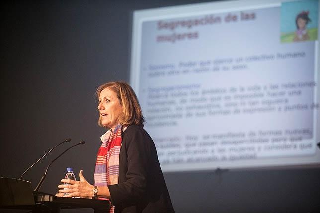 Rosa San Segundo durante la conferencia que ofreció ayer. Óscar Navarro