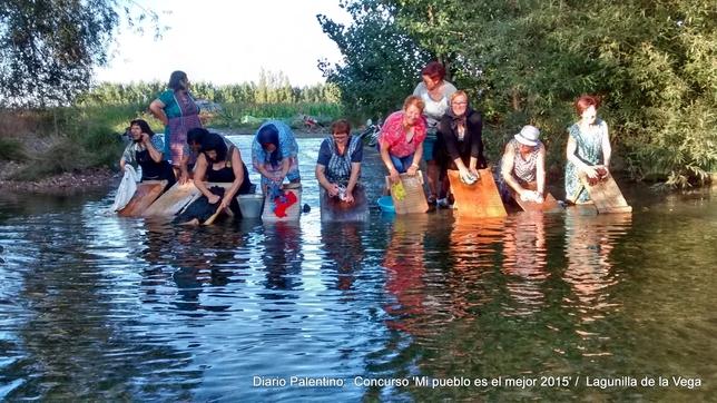 LAGUNILLA DE LA VEGA: Las mujeres de Lagunilla de la Vega recordando a sus madres cuando iban a lavar la ropa al río con la taja.