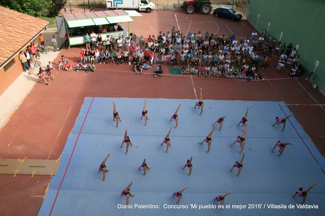 VILLASILA DE VALDAVIA: Durante las fiestas de este año, una de las nuevas actividades organizadas fue la magnífica exhibición de gimnasia rítmica de las campeonas provinciales, regionales y nacionales del club Gym-Pal de Palencia.