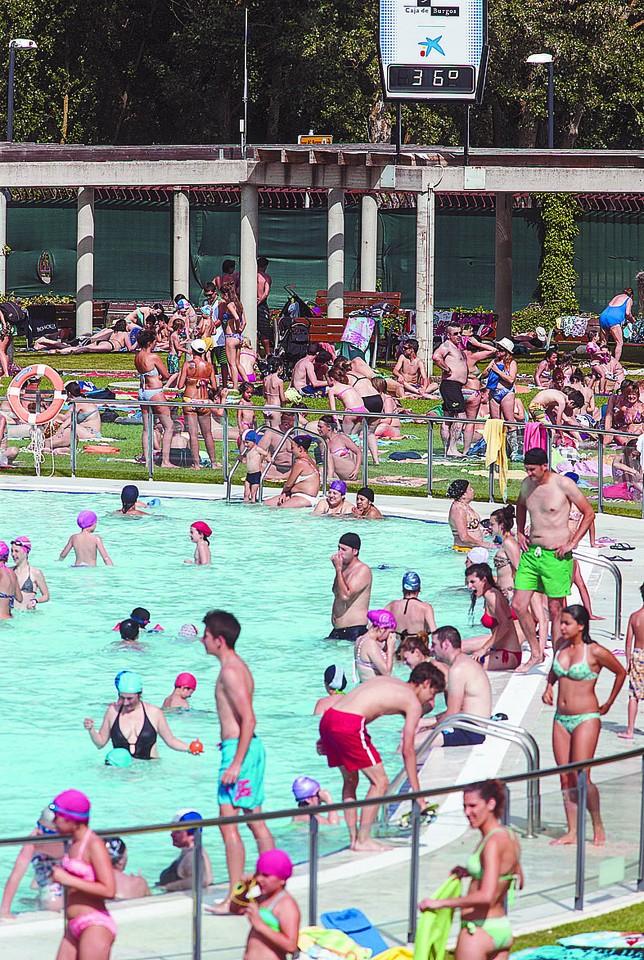 Las piscinas ganan usuarios hasta julio gracias al for Piscinas el plantio burgos
