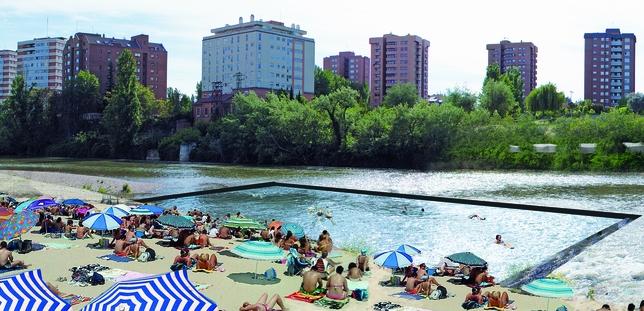Un anfiteatro y una piscina fluvial en las moreras for Piscinas fluviales leon