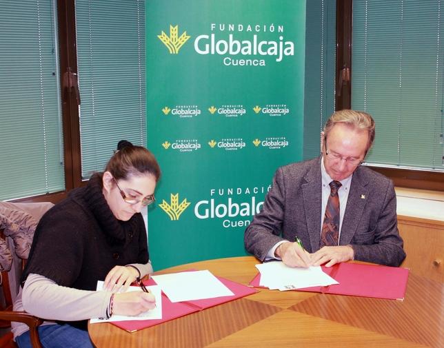 Marta Martínez y Carlos de la Sierra firman el convenio de colaboración. La Tribuna