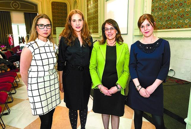 La fiscal Marta Rojo, la psicóloga Aurora Sastre, la jueza Nuria Alonso y la abogada Miriam López-Maqueda. Luis López Araico