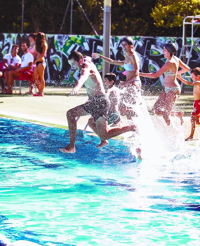 Las piscinas municipales registran el mejor julio desde for Piscina julio navarro