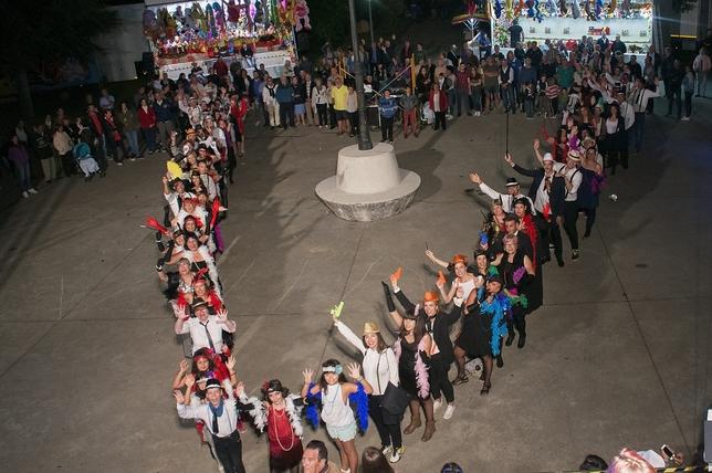 VILLALBA DE GUARDO: Los felices años veinte regresaron a la localidad gracias a la implicación de sus vecinos, que se diafrazaron de cabareteros durante sus Fiestas Patronales