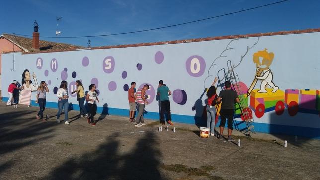 AMUSCO: Sus jóvenes dedican parte de su tiempo a embellecer el pueblo poniendo de manifiesto sus dotes  pintoras .