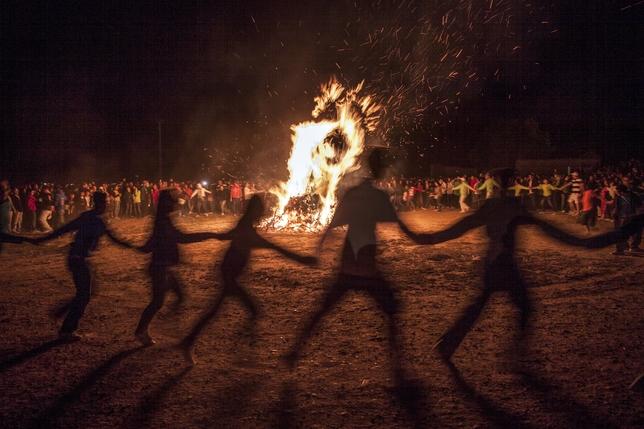 BAÑOS DE CERRATO: Representa la Hoguera de San Juan, un símbolo de nuestro pueblo. FOTO Roberto Otero