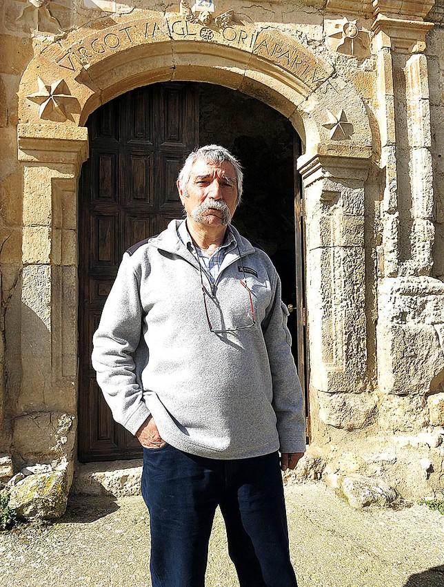 José Antonio Fernández, alcalde. Este vecino oriundo de Hontangas se ha estrenado este mandato en la política local al frente del Ayuntamiento, aprovechando que su situación laboral en la factoría de Michelin le deja tiempo libre.