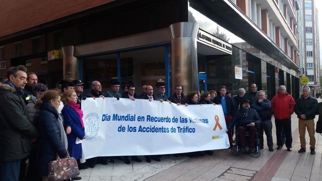 Silencio por v ctimas de tr fico diario de burgos - Jefatura provincial de trafico de cantabria ...