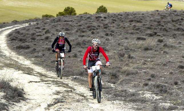 Rubén Ceballos durante el sector de 18 kilómetros de bicicleta de montaña. Julio Calvo