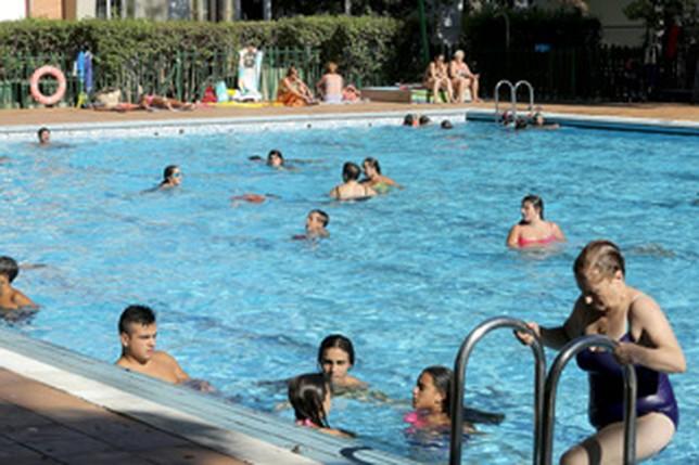 Las piscinas municipales abrir n sus puertas a partir del for Piscina municipal albacete