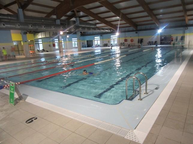 Gimnasio en la piscina climatizada diario palentino for Piscina gimnasio