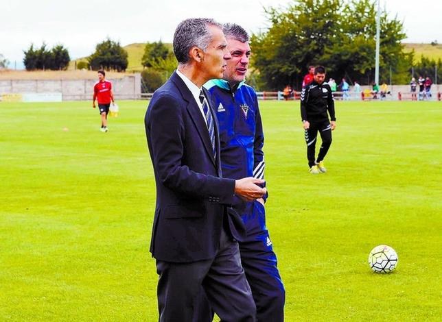Javier Álvarez de los Mozos, segundo entrenador, se hace cargo del primer equipo y dirigirá desde mañana viernes los entrenamientos. Truchuelo
